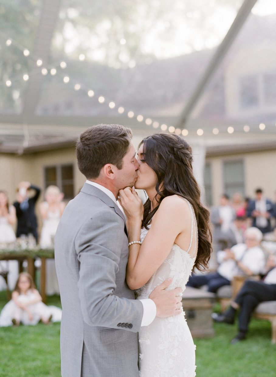 A first dance kiss between lovebirds