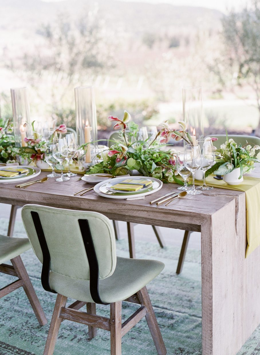 Green and white wedding table design